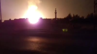 النيران تندلع من خط الغاز العربي بعد تفجيره شرق دمشق، أغسطس 2020