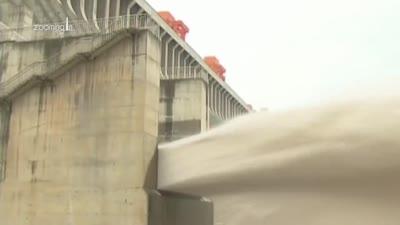ڤيديو-2: يتهم السد بالتسبب في تغيير المناخ وأصاب النحر قاع النهر فانبعج السد. قناة Zooming In، يونيو 2020.