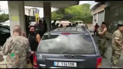 الجيش اللبناني يداهم محطات الوقود ويوزع البنزين على المواطنين مجانا، أغسطس 2021