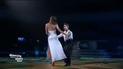 رقص داليدا خليل على أغنية في حاجات لنانسي عجرم، رقص النجوم